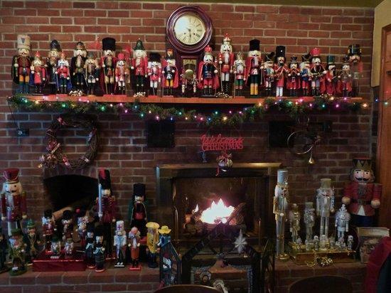Tiny's Grill: Fireplace inside
