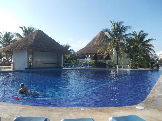 Sandos Caracol Eco Resort: basen-centrum rozrywki