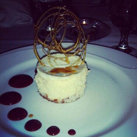 Red Crow Grille: Mascarpone Cheesecake w lavender and honey