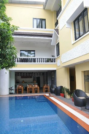 Villa Samnang: hotel from pool