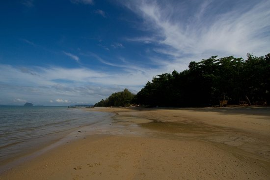 The Tubkaak Krabi Boutique Resort: Beach neat the hotel