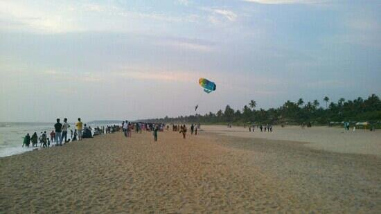 Kannur, India: paragliding at payyambalam
