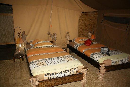 Crater Forest Tented Camp: Zelt mit dem Schlafbereich