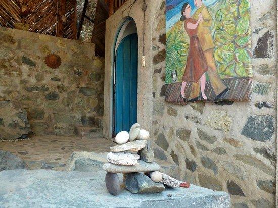 Casa de las Piedras : Beautiful artwork in Casa Bambu living room area