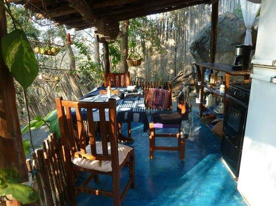 Casa de las Piedras : Casa Bambu kitchen