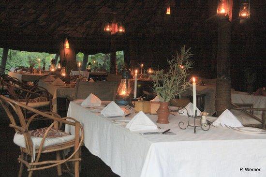 Crater Forest Tented Camp: Zelt-Restaurant
