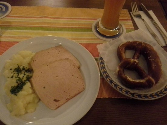 Hacker-Pschorr Donisl: Leberkase with potato salad, prezel & beer
