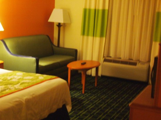 Fairfield Inn & Suites Mount Vernon Rend Lake: Room