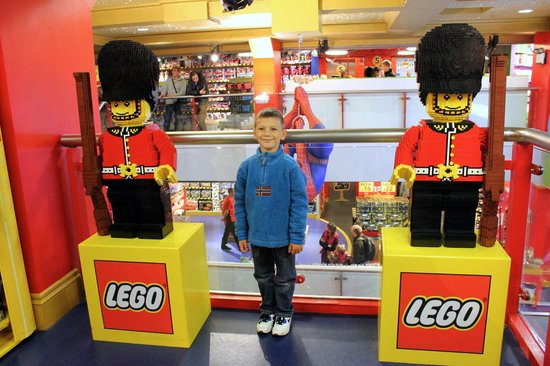 Lego picture of hamleys toy store london tripadvisor - Boutique lego londres ...