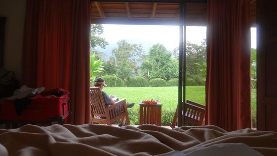 Arenal Manoa Hotel: looking out from our bed