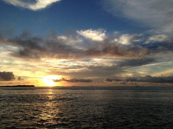 Maafushivaru: Sunset view from the water villa