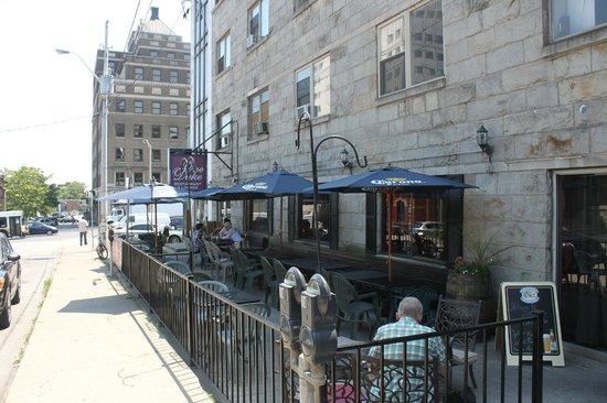 One Duke Restaurant & Lounge: patio in the summer