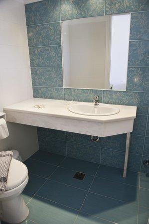 Agia Anna - Paraga Studios: bathroom