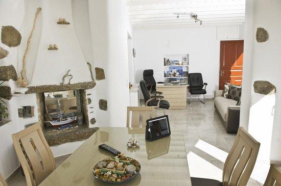 Agia Anna - Paraga Studios: reception
