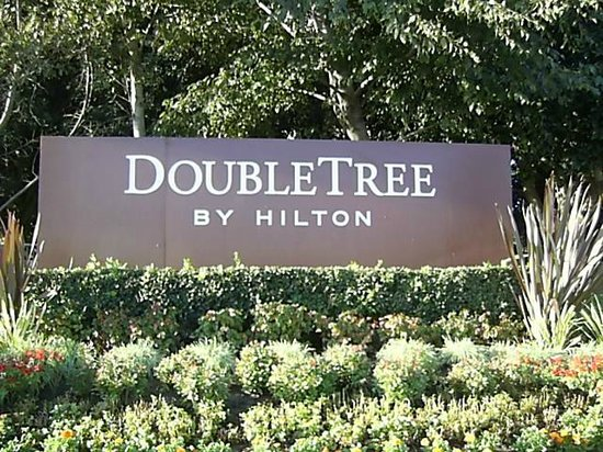 Doubletree by Hilton Anaheim - Orange County: 看板