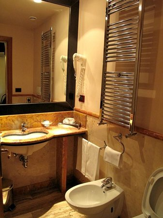 Residenza RomaCentro: luxurious bathroom