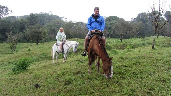 Arenal Lodge: free horseback riding