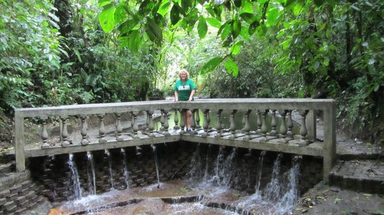 Arenal Lodge: secret water garden hike