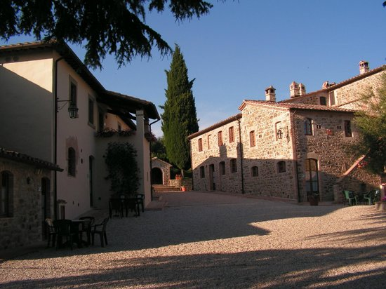 Relais Borgo Torale: Torale main square and apartments