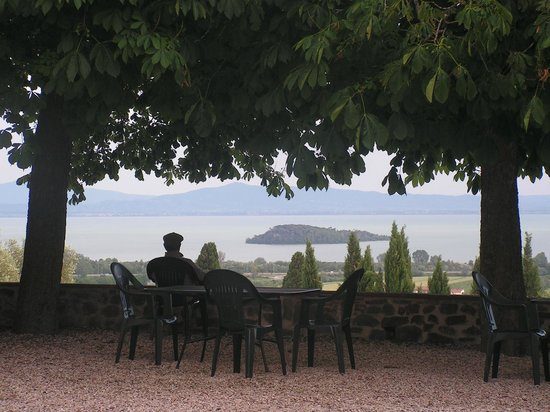 Relais Borgo Torale: View of Trassimeno and islands from Torale