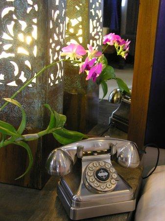 Casa Colombo: bedside table