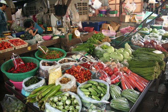 Maeklong Railway Market (Talad Rom Hub): Marché train