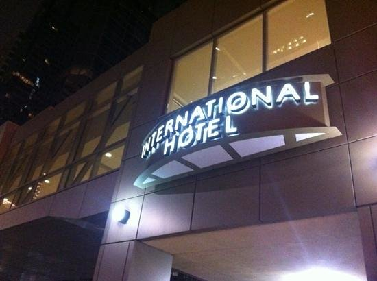 International Hotel and Spa Calgary : international Hotel and Suites front entrance