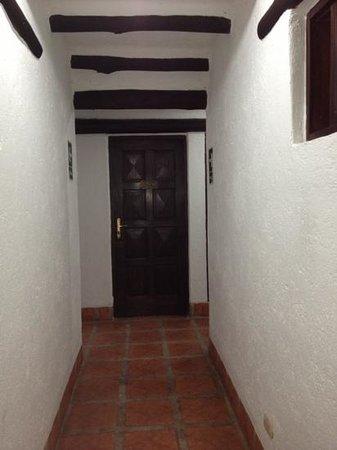 Inti Inn Hotel: pasillo