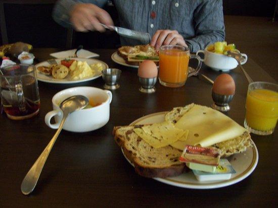 Hampshire Hotel - Plaza Groningen: Frukost