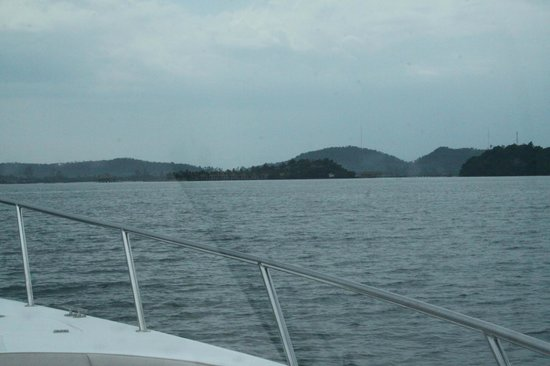 Song Saa Private Island: Approaching Song Saa on speedboat