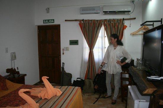 Petit Hotel Si Mi Capitan: Vista general de la habitacion
