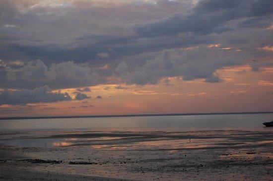 Azura Benguerra Island: Storm coming!