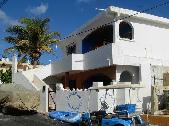 Casa Roca Caribe: Casa Roco Caribe street approach