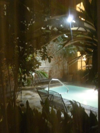 Country Inn & Suites By Carlson, New Orleans French Quarter : View of pool from our room