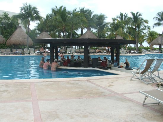 The Grand Mayan Riviera Maya: Swim Up Bar