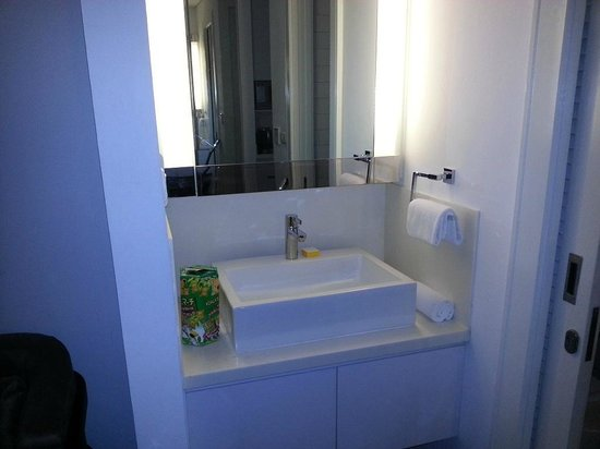 Morrissey Hotel Residences: View of Bathroom Sink