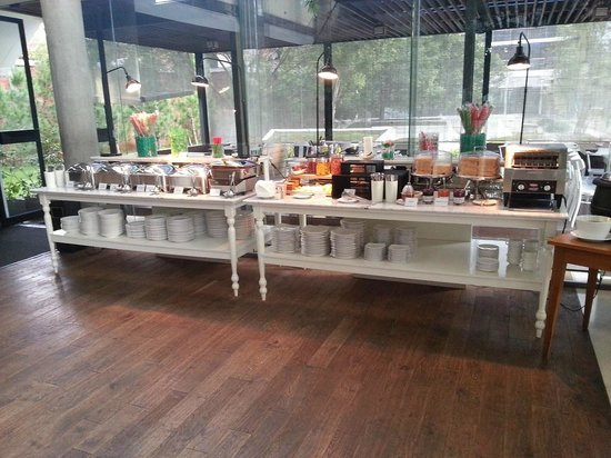 Morrissey Hotel Residences: Breakfast Buffet
