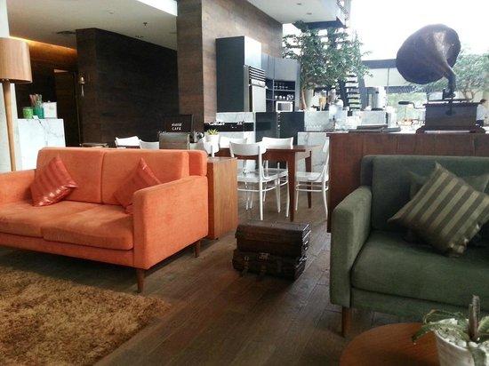 มอริสเซเซอร์วิสอพาร์ตเมนท์: Hotel Lobby