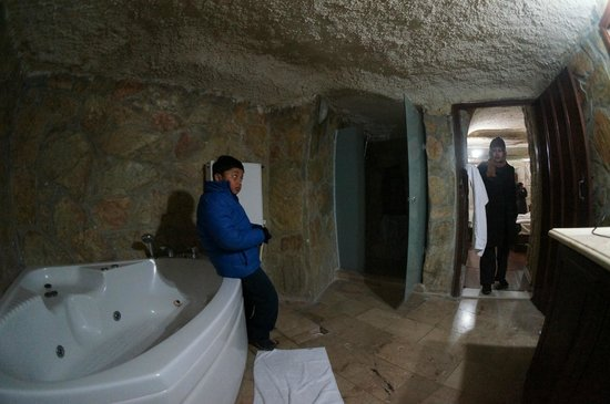 Cappadocia Palace: Huge Bathroom