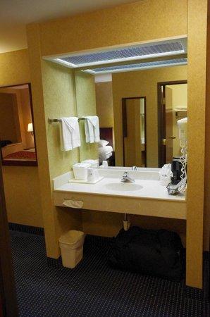 Best Western St. Louis Inn: lavabo à l'exterieur