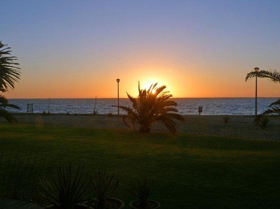 Protea Hotel by Marriott® Walvis Bay Pelican Bay: coucher du soleil vu de la terrasse de la chambre