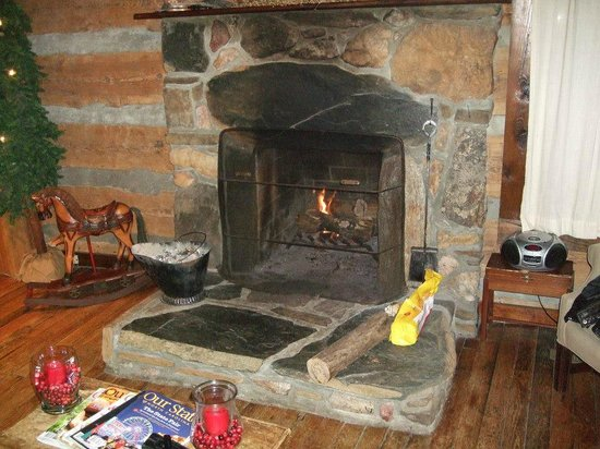 Pilot Knob Inn: Michaels favorite-the fireplace
