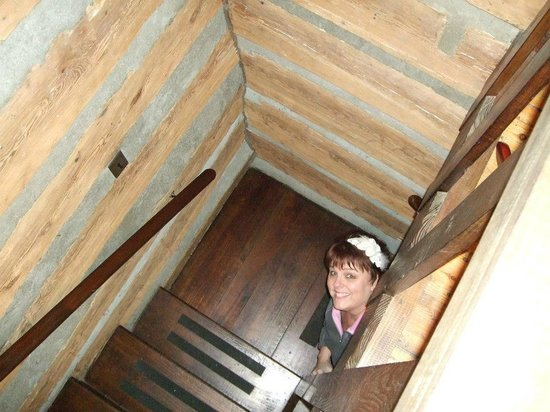 Pilot Knob Inn: This is me peaking up the stairs to our bedroom