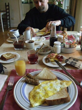 Pilot Knob Inn: 2nd day breakfast
