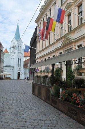 Отель Grand Palace: restaurant outdoor seating