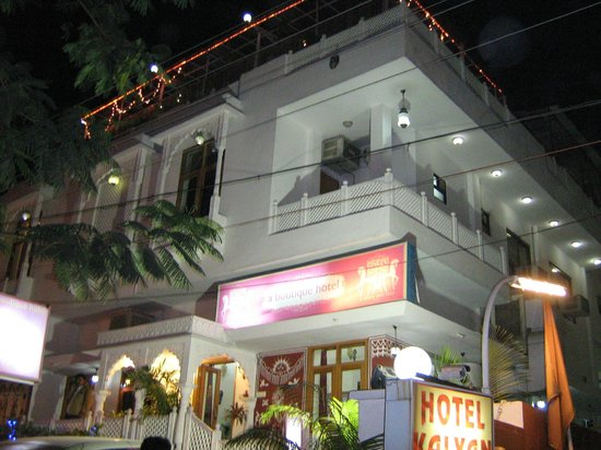 Chitra Katha: Hotel night snap