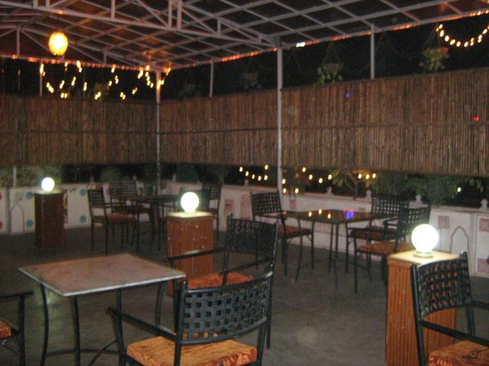 โรงแรมชิตราคาทา: Rooftop restaurant