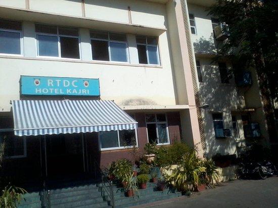 Kajri Hotel: Facade of the hotel