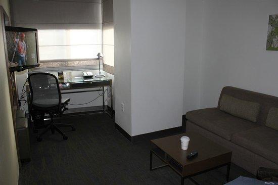 إليمنت أوماها ميدتاون كروسنج: nice functional sitting area space