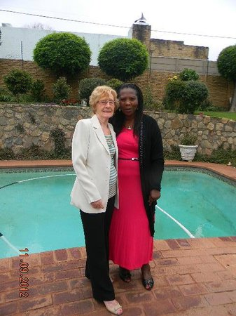 Mizizi House of Sandton Bed & Breakfast : Mary, a incansável, simpática e maravilhosa proprietário do Mizizi